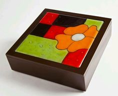 Decoración Paper Mache Boxes, Diy And Crafts, Paper Crafts, Geometric Pattern Design, Cute Paintings, Mosaic Crafts, Glass Boxes, Jewellery Boxes, Painted Boxes
