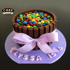 Is there anyone like gems or kitkat?  #cake #toomuchchocolate #lovechocolate #Gemscake #Kitkatcake #Chocolatebunchthemecake Place your order online to grab this: www.cakepark.net / call us @ +91-44-4553 5532 #cakepark