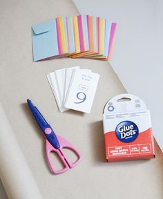 DIY | pocket escort card display