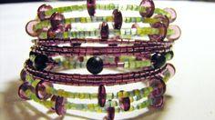 Dieses Armband habe ich extra für die Monatsaktion FebruArt hergestellt. Dieser elegante Armreif aus Memorywire besteht aus 13 Spiralen. Darauf sin...