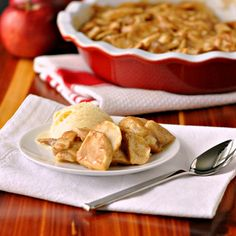 Crust-less Apple Pie. Crust-less Apple Pie Go right for the good stuff! Just Desserts, Delicious Desserts, Dessert Recipes, Yummy Food, Sweet Desserts, Thanksgiving Recipes, Holiday Recipes, My Favorite Food, Favorite Recipes