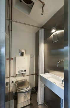 The Minim is a 210 sq. modern tiny house that uses structural insulated panels (SIPs) for the walls and roof, allowing for better energy efficiency. Modern Tiny House, Tiny House Living, Yurt Living, Small Living, Semarang, Tiny House Bathroom, Small Bathroom, Bathroom Ideas, Shiplap Bathroom