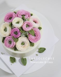 <thesole's dome> Lovely dome :) 하노이 돔디자인이예요. You can learn in THESOLECAKE class. ^^ - Made by inyeong #cake#cakedesign#flowercake#buttercreamcake#buttercreamflowercake#instacake#instaflower#koreanflowercake#koreanbuttercreamflowercake#thesolecake#class#privatelessson#hanoi#blossom#dome#baking#더쏠케이크#클래스#플라워케이크#버터크림플라워케이크#버터크림케이크#인스타케이크#예쁜케이크#웨딩#특별한선물