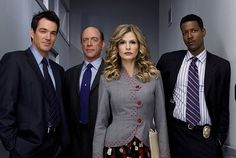 http://tvmedia.ign.com/tv/image/article/711/711183/thecloser-cast-season2_1149301242.jpg