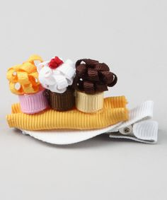 How cute!!! :D i think I'll have a go at making it lol crossing my fingers!! ;P < Yellow Banana Split Clip >