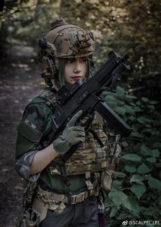 Deadly military women also deserve to fight for their country just like men. Woman have served in the military in greater number than before. Military services all open for both gender. Mädchen In Uniform, Gunslinger Girl, Tactical Armor, Human Poses Reference, Female Soldier, Military Women, Badass Women, Biker Girl, Special Forces