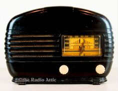"""This is a very stylish looking radio from Arvin that doesn't come up for sale too often. It's got that """"gee whiz"""" look that you just don't see in boxy. Radios, Lps, Antique Radio, Oral History, Jukebox, Item Number, Eye Candy, Tube, Antiques"""