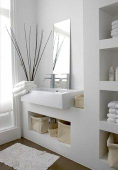 idées pour la déco salle de bain zen en blanc et détails de la nature