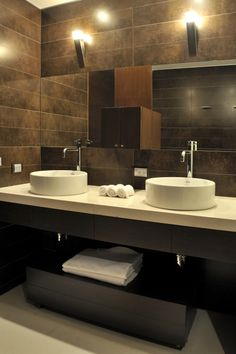 There's those sinks again... still liking them.