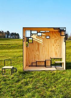 Filip Janssens a élargi sa collection 2014 de petits meubles en acier. Intitulée Jointed, la collection a été présentée à la Biennale Interieur de Courtrai. Jointed Cube est basé sur la même idée, mais c'est une installation extérieure pourvue d'une charpente en acier.