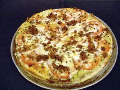 The Loaded Potato Pizza comes with all the goodness of a baked potato with bacon.   #pizza #recipe #potato #bacon