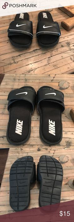 Boys Nike size 3Y sliders Nike boys size 3Y sliders. Velcro closure. Great condition. Nike Shoes Sandals & Flip Flops