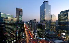 강남 (Gangnam). Lifestyles of the Rich and the Famous.
