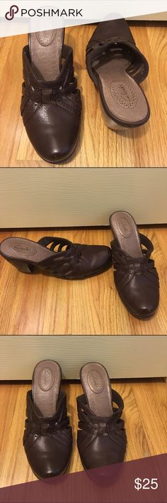 Clarks Brown leather shoes 81/2 Brown leather very comfortable with a low heel size 8.5 Clarks Shoes