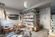 The creative loft of an art collector in London - Roomed