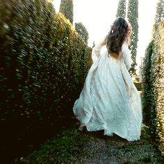Huyendo por los jardines