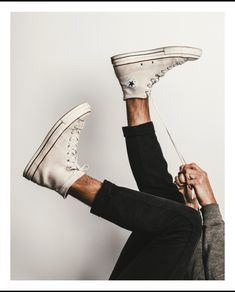 Converse - for the love of sneakers Converse Outfits, Mode Converse, Converse Men, Converse All Star, Chuck Taylor Outfit, Converse Chuck Taylor, Chuck Taylors, High Top Sneakers, Fashion Photography Inspiration