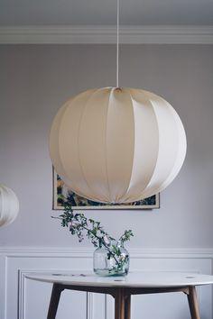 Produkten Stor Taklampa eco 80 cm säljs av Lampverket unika lampor & lampskärmar i vår Tictail-butik. Tictail låter dig skapa en snygg nätbutik helt gratis - tictail.com