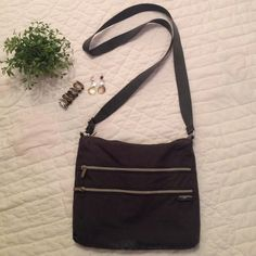 """Woman's Bag Woman's Gray Baggallini , Features 2 Front Zipper Pockets / Has 2 Seperate Zippered Sections As Main Part Of Bag / 10"""" Deep / 11"""" Wide / Great For Travel And Keeping Organized !!! ( It Went On 1 Trip With Me ) Baggallini Bags Crossbody Bags"""