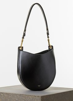 SMALL HOBO HANDBAG IN BLACK PALMELATO CALFSKIN  27 X 25 X 7 CM (11 X 10 X 3 IN) CALFSKIN AND SUEDE LINING 174133TRL.38NO   1.550 EUR