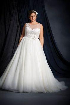 Rares sont les marques qui proposent des robes de mariées au-delà de la taille 44. Et pourtant, les mariées rondes ont de nombreux atouts à mettre en valeur le jour J. Voici une sélection de modèles de robes disponibles en grande taille.