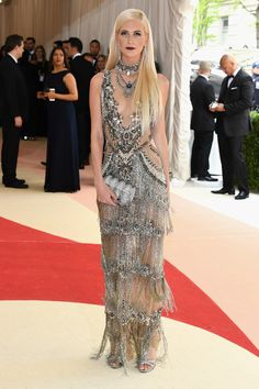 2016 MET Gala 'Manus x Machina: Fashion in an Age of Technology' - Poppy Delevingne in Marchesa