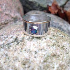 Silver och guld med opal
