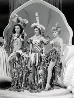 Tumblr Judy Garland, Golden Age Of Hollywood, Vintage Hollywood, Rare Historical Photos, Ziegfeld Girls, Ziegfeld Follies, Hedy Lamarr, Lana Turner, Kids Braided Hairstyles