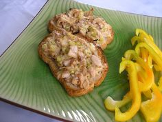 ''tuna'' melt: - 1 can g or 20 on) Jackfruit green in brine (not in syrup ! Jackfruit Recipes, Tuna Melts, Protein Foods, Salmon Burgers, Ethnic Recipes, High Protein Foods, Salmon Patties