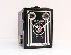 Vintage camera —> clock