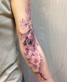 Татуировка Ветка распускающийся вишни