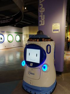 """""""An9-Pr"""", a digital signage robot, made by ALSOK. It's commercial product."""