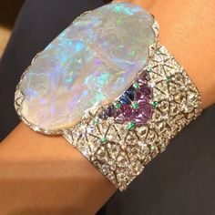 Opal and Diamond Bracelet by Cartier. This could pay off every bill I have. Cartier Jewelry, Opal Jewelry, High Jewelry, Luxury Jewelry, Modern Jewelry, Unique Jewelry, Cheap Jewelry, Cartier Bracelet, Cheap Necklaces