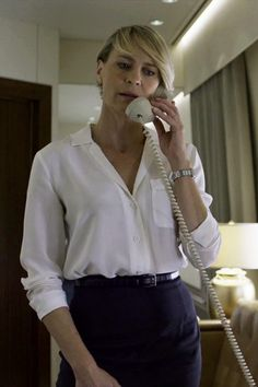 Robin Wright as Claire Underwood Clare Underwood, Claire Underwood Style, Office Fashion, Work Fashion, Robin Wright Hair, Power Dressing, House Of Cards, Lingerie, Business Outfits