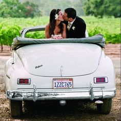 Share a sweet kiss in a classic convertible before you drive off to your honeymoon! | Gertrude & Mabel Photography