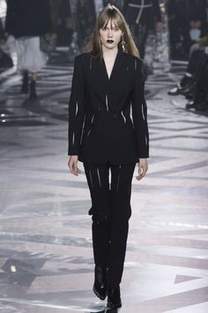 Louis Vuitton Fall 2016 Ready-to-Wear Fashion Show - Kiki Willems (IMG)