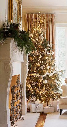 #Christmas tree in gold and cream. See more at http://www.pinterest.com/mylusciouslife/christmas/