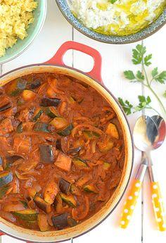Bakłażany i cukinia w lekkim sosie pomidorowym - pyszne i niskokaloryczne