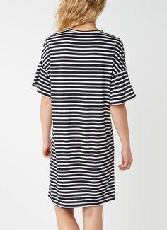 Op zoek naar Sissy-Boy Jelsbet T-shirt jurk met streepdessin ? Ma t/m za voor 22.00 uur besteld, morgen in huis door PostNL.Gratis retourneren.