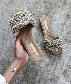 """6bcad0886b Sapatos de Mulher 👠👢👡 on Instagram  """"Cheia de vida!  sapatosfemininos   estilofeminino  calçadosfemininos  sapatinhodeluxo  sapatofemininos   amosapatos ..."""