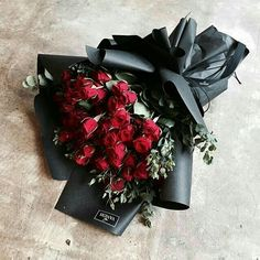 keeping my dark floral dreams come true with her exquisite arrangements 🌹 How To Wrap Flowers, Bunch Of Flowers, Love Flowers, Beautiful Flowers, Bouquet Wrap, Hand Bouquet, Rose Bouquet, Luxury Flowers, Gras