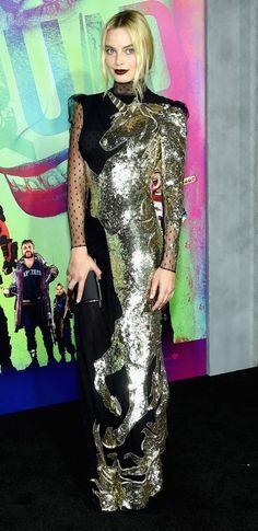 Margot Robbie na pré-estreia de Esquadrão Suicida em Nova York vestindo Alexander McQueen