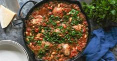 8 easy recipes to cook in a cast-iron skillet – NBC News If you happen to're not already a cast-iron skillet fan, it's time to find the numerous, many advantages of cooking with this does-it-all pan. With regards to retaining warmth, it' Iron Skillet Recipes, One Skillet Meals, Cast Iron Recipes, Cast Iron Skillet, Cast Iron Cooking, Easy Dinner Recipes, Easy Meals, Easy Recipes, Food Dishes