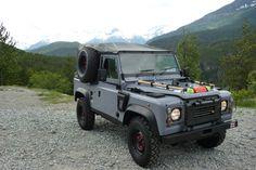 D90 Land Rover Defender WOLF