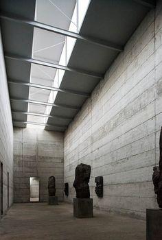 Jij bepaalt als architect wat voor kunst er in je re arch museum komt, laat de oude factory niet de schaal van de kunst bepalen. Bepaal zelf de sfeer en daarmee de kunst.