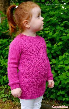 """В последнее время увлекло меня вязание свитеров. Вслед за кофточкой с ажурными рукавами связался пуловер по мотивам """"Anemone"""" С. Волковой."""