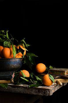 Oranges by Raquel Carmona Dark Food Photography, Still Life Photography, Photography Lessons, Fruit And Veg, Fresh Fruit, Photo Recreation, Organic Face Products, Still Life Photos, Orange Fruit