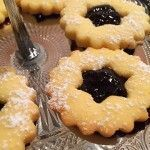 Fursecuri fragede cu unt 3 2 1 | Savori Urbane Romanian Desserts, Romanian Food, Pastry Cake, Holiday Baking, Macarons, Bread Recipes, Biscuits, Dessert Recipes, Food And Drink