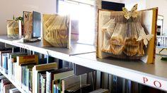 La curiosa exposición de libros que acoge la biblioteca de Montequinto