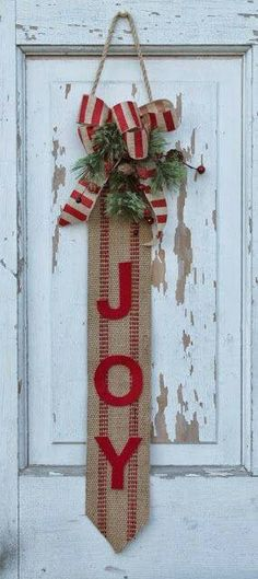 Joy burlap diy! So simple! Glue red felt to burlap! Add bow!!!!!!!!! SIMPLE